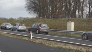 Minister en Rijkswaterstaat woedend over bestuurders die achteruit reden op A73