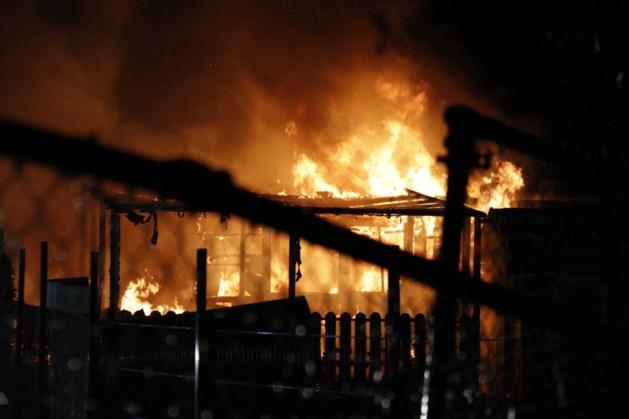 Chalet brandt uit op camping in Afferden