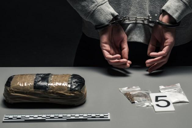 Man gooit zeven kilo heroïne uit bestelauto op A2