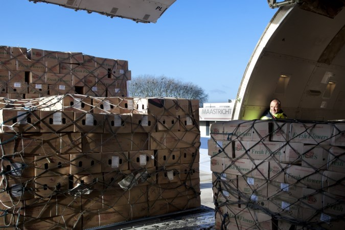 Vliegveld in Beek verhoogt landingsgelden voor meer zware kisten