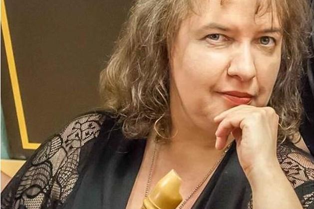 Fluitiste Drora Bruck brengt muzikale ode aan paraplumaker Philip Cohen
