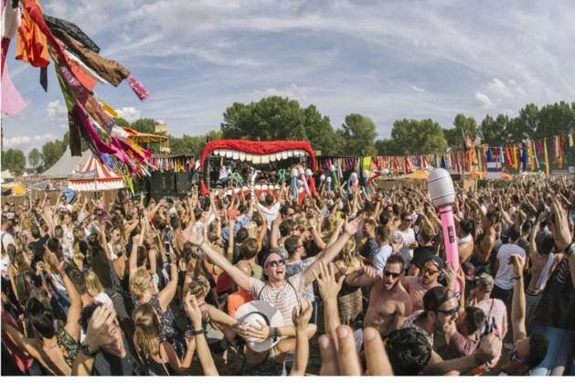 Zanger Rinus tijdens verkleedfeest op Solar