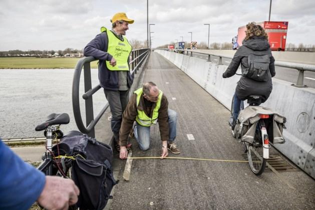 Fietsersbond vraag aandacht voor situatie fietsers op Roermondse brug