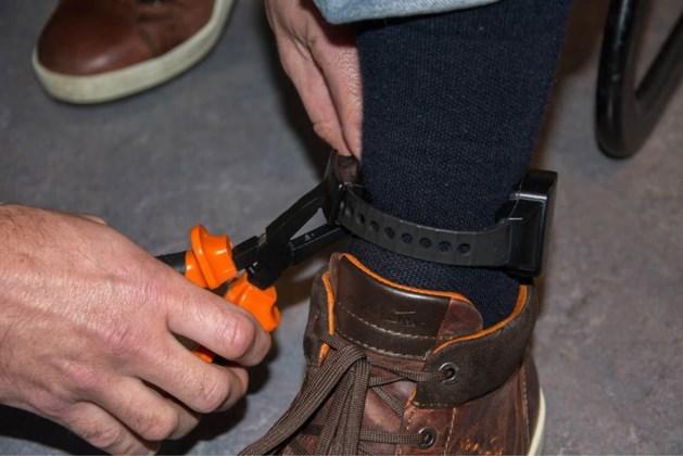 Gevluchte overvaller (15) na doorknippen enkelband in struikgewas gepakt