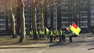 Gele hesjes marcheren door Maastricht