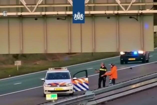 Politie haalt fietser van de weg op A2 bij Eindhoven
