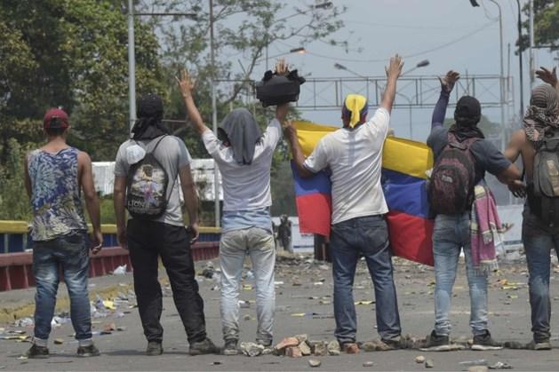 Ruim honderd Venezolaanse soldaten deserteren