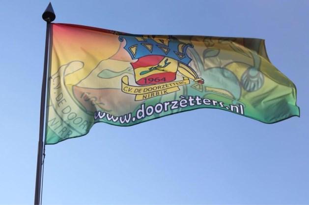 CV De Doorzètters hijst de vlag voor dialectmis in Neerbeek