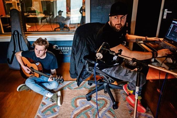 Meekijken in de liedjesfabriek: 'Hopelijk pikt Justin Bieber dit nummer op'