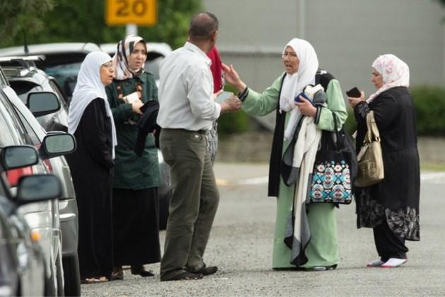 Familieleden zoeken slachtoffers van aanslag: 'Mijn man is er slecht aan toe'
