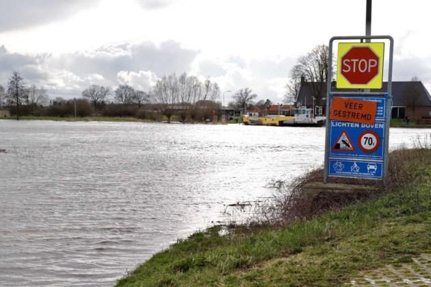 Veer Bergen-Vierlingsbeek vaart niet door hoge waterstand