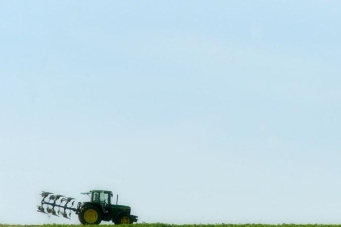 Dik een eeuw ploegen en zaaien op één graanveld