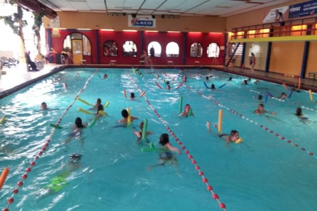 Leerlingen Basisschool de Neerakker zwemmen voor school in India