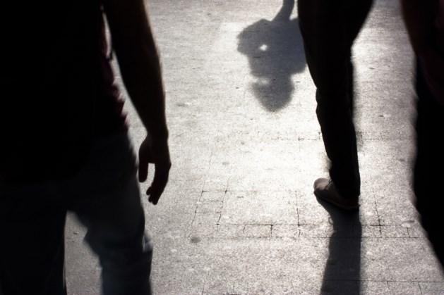 Zwangere vrouw met geweld op straat beroofd