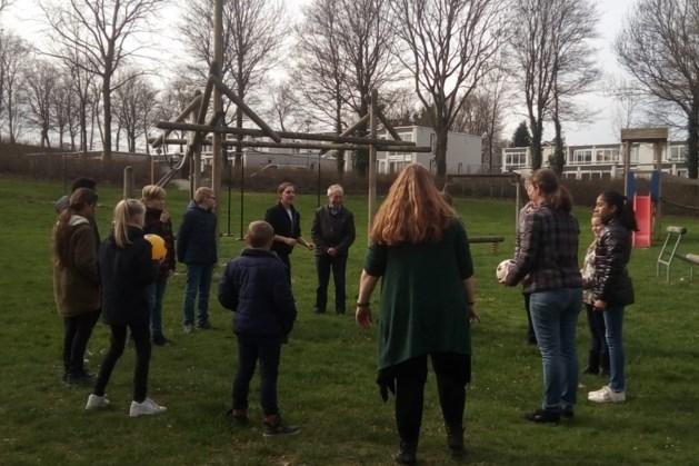 Leerlingen basisschool De Bolster in Nuth bewegen samen met mantelzorgers