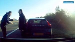 Video: Wegpiraat ramt auto vanaf vluchtstrook A67 en geeft slachtoffer de schuld