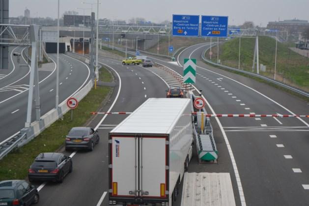 A2-tunnel in Maastricht dicht door brandende auto