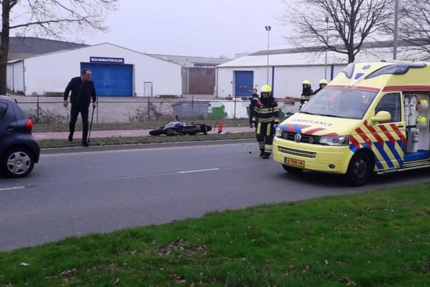 Motorrijder zwaargewond door botsing tegen lantaarnpaal