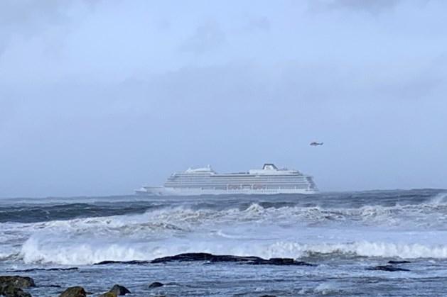 Noors cruiseschip in nood zet koers richting vaste land