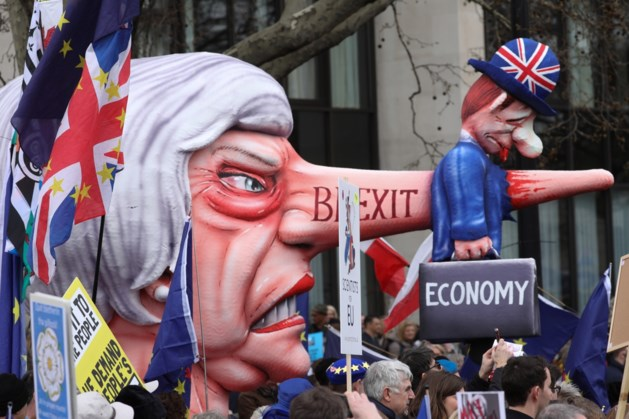 'Theresa May hangt couppoging boven het hoofd'