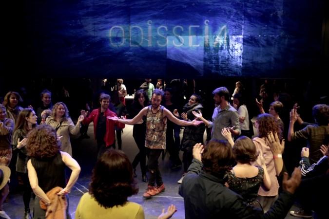 Acteurs geven zich bloot in provocerende theatervoorstelling Odisseia