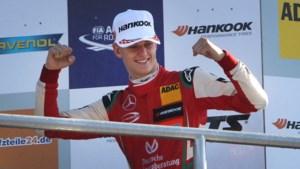 Mick Schumacher stapt bij Ferrari in de voetsporen van zijn vader