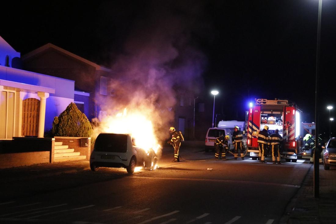 Auto gaat in vlammen op in Siebengewald - De Limburger