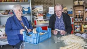 Heldens echtpaar Jo en Miep zit samen al 135 jaar in de aspergeteelt