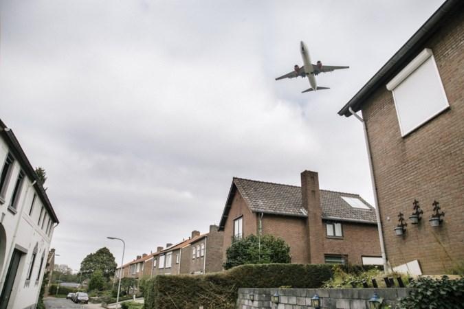 Onderzoek: losgerukte dakpannen door vliegtuigen niet te voorkomen