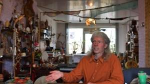 Vredesactivist Leo de Groot uit Heerlen voelt geen pijn meer als hij voor een 'uniform' staat