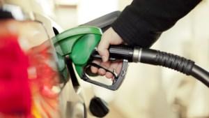 In heel de wereld zijn maar vier landen waar liter benzine nóg duurder is dan bij ons