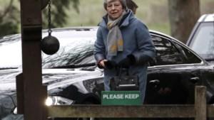 May naar Macron en Merkel vlak voor EU-top