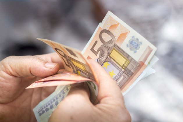 Politie vindt tas met twintigduizend euro tijdens achtervolging in Vaals