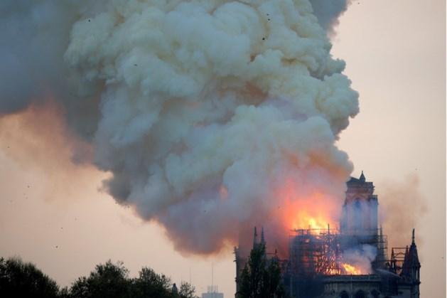 Pijnlijke fout: YouTube merkt livestreams Notre-Dame aan als complotvideo's 9/11