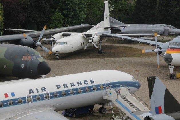 Rondleiding langs 35 historische en militaire vliegtuigen
