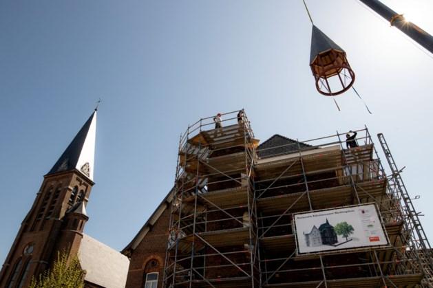 Toren herplaatst op monument Doenrade