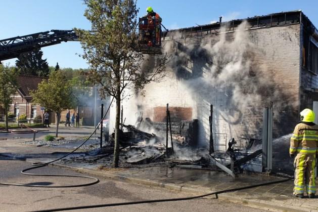 Brand in tuinhuisje in Kerkrade; naastgelegen woning gered
