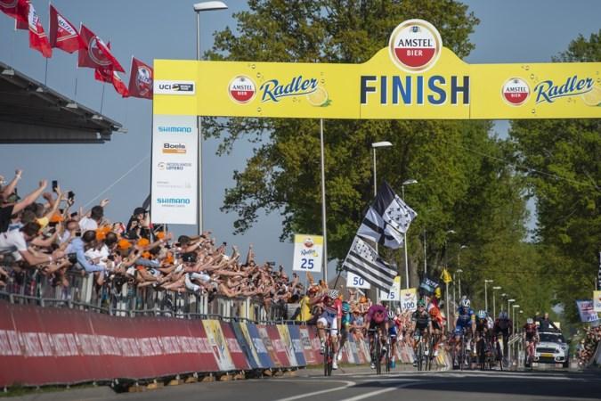 Van der Poel verwart wielerwereld met overwinning in mooiste Amstel Gold Race ooit