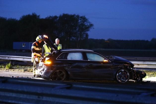 Twee arrestaties na nachtelijk ongeluk op A73, snelweg weer open