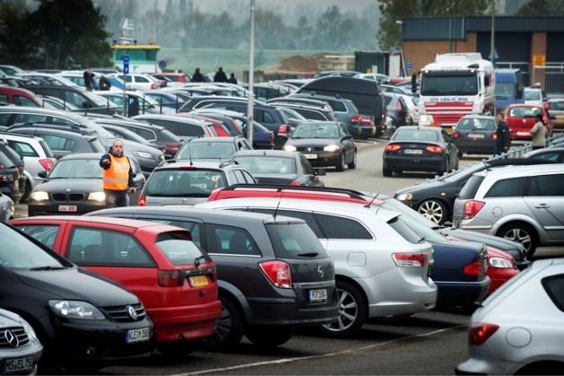 Verkeersdrukte bij Outlet Roermond door vrije dag Duitsers