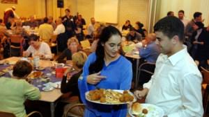 Gezamenlijke Iftar-maaltijd in Sittardse moskee tijdens Ramadan