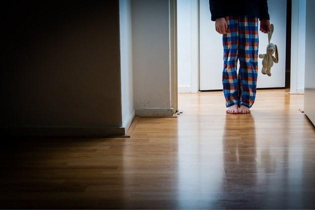 Politie vindt zwaar verwaarloosde jochies in flat: 'Ze vertoonden dierlijk gedrag'