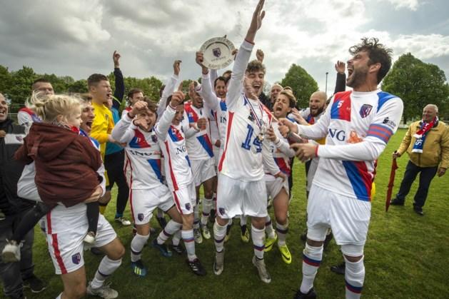 Voetballers Sporting Heerlen vieren titel na ruime winst
