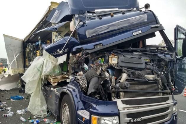 A2 bij Eindhoven na uren weer open na ernstig ongeluk met vrachtwagen