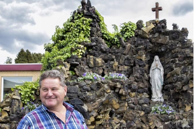 Een Mariagrot van louter misbaksels in een voortuin in Susteren