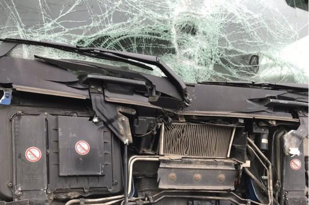 Ongeluk met twee vrachtwagens op A2 bij Born