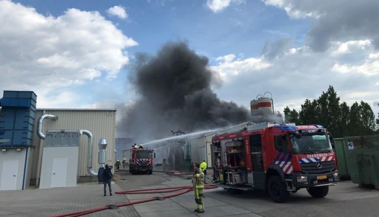Video: Grote brand in kunststofbedrijf Susteren, rookwolken van ver te zien
