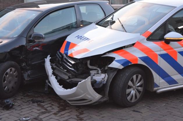 Politiewagen zwaar in de kreukels na botsing in Maastricht