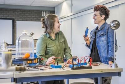 Vivian uit Heel is moeder én docent van examenleerling: 'Thuis wil ik haar moeder zijn'