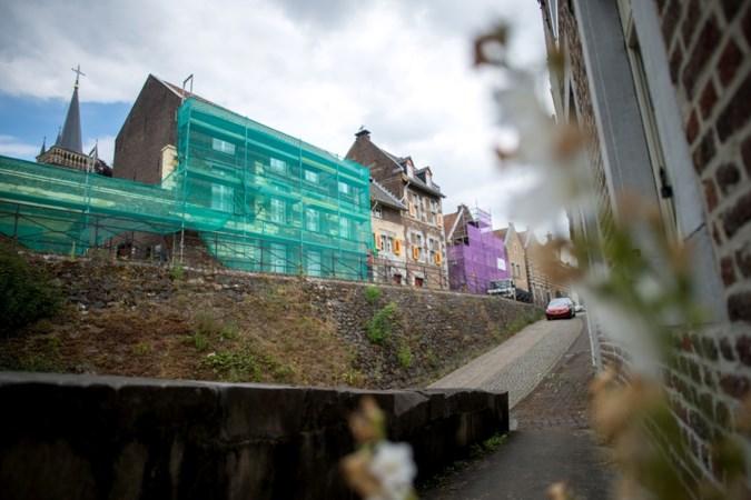 Andere aannemer herstelt voorgevel Streekmuseum in Elsloo